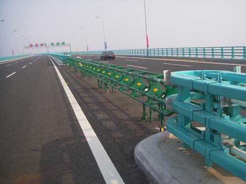 大桥公路活动护栏