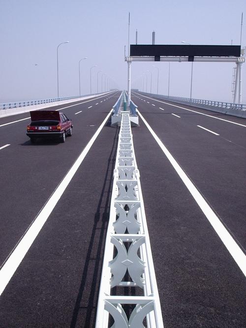 大桥活动护栏