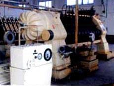 压榨机采用荷兰戴卫斯公司的16缸液压榨