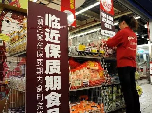 【顾大咖食话实说】食品店门口临近保质期的进口食品能买吗? 三类过保质期绝不能买