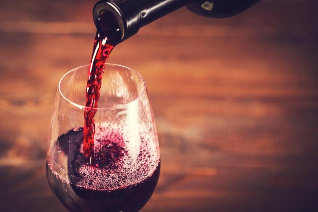 喝葡萄酒到底对大脑有益还是有害?