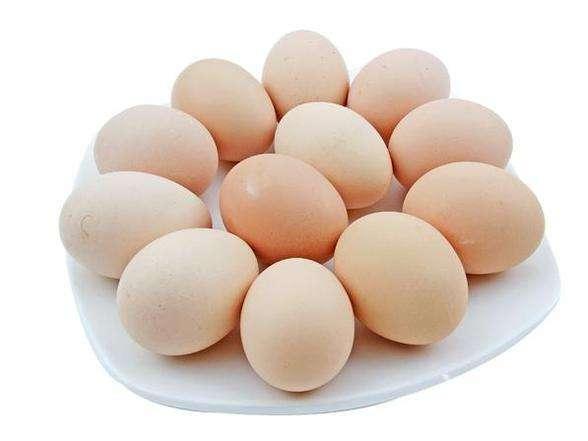"""鸡蛋是红皮好还是绿皮好 挑鸡蛋不要""""好色"""""""