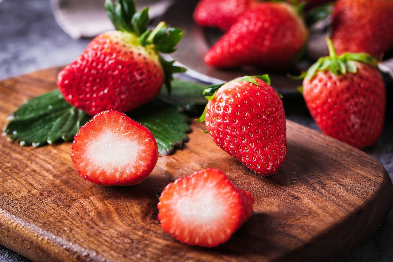 带孩子采摘草莓 这些问题需清楚