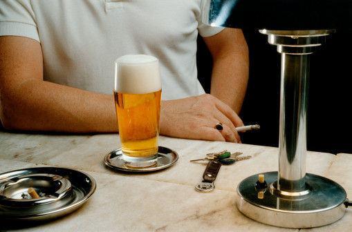 日本研究:饮酒和吸烟导致食道癌患病风险上升