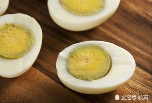 煮鸡蛋的蛋黄变绿能放心吃吗?