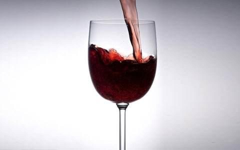 喝一瓶红酒或等于抽半包烟