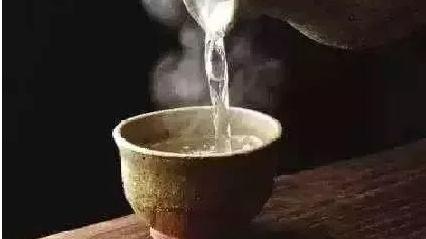研究:长期喝水太烫会增加患食道癌风险