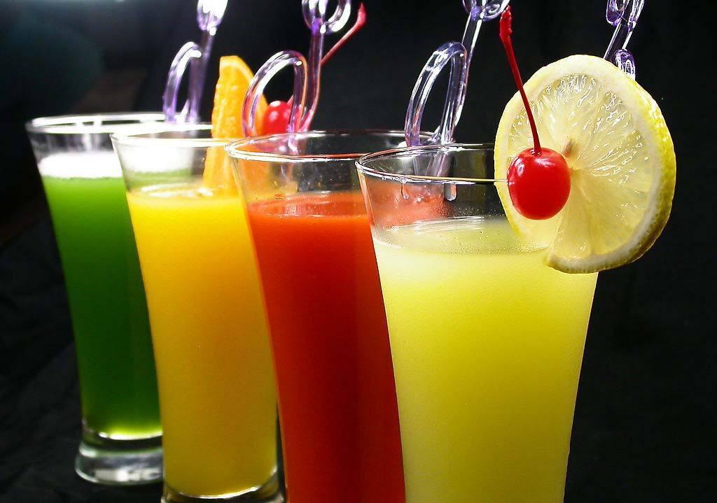 法媒:喝含糖饮料增患癌风险 喝纯果汁风险相同