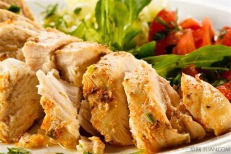 英媒:英国专家称吃鸡肉增加患癌风险