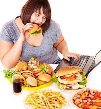 睡眠学家解释失眠与饮食过量的关系