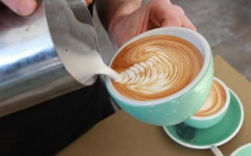 新研究揭示咖啡冲泡方法与心脏病发作和死亡风险之间的联系